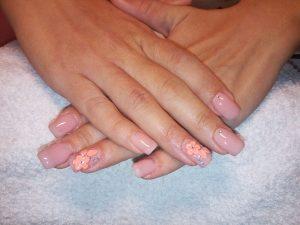 Pictura pe unghii tehnica acryl flori roz - curs Centrul Athena